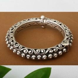 Hasli Floral Silver Bangle